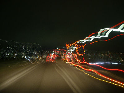夜、中央高速を走る