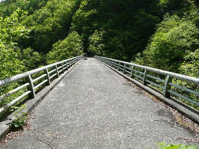 まるで自動車通っているかのような橋