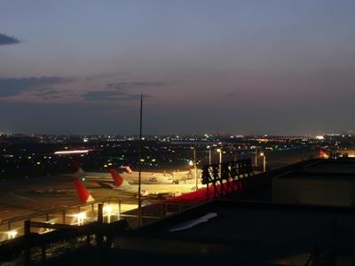 東京国際空港A滑走路の夕焼け