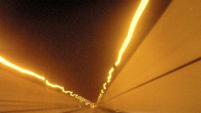 恵那山トンネル走行中