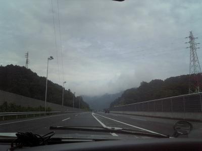朝、中央高速をルーチェで西へ
