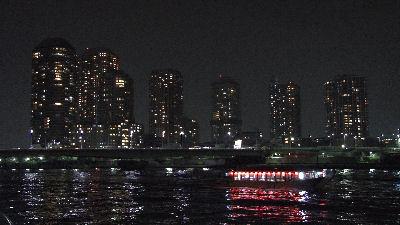 墨田川を行く、屋形船