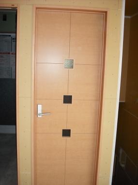 トイレ廊下ドア