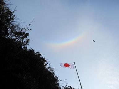 虹と国旗とトンビ~(笑)