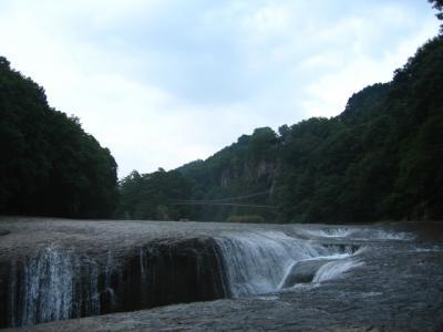 吹き割の滝1
