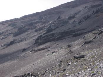 尖った岩岩