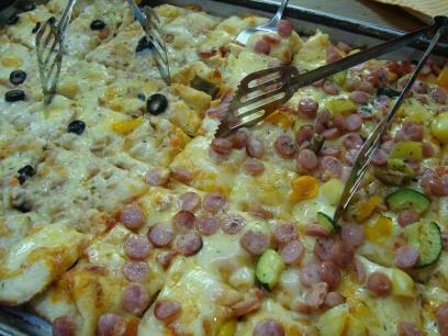 ソーセージ ツナポテトのピザ