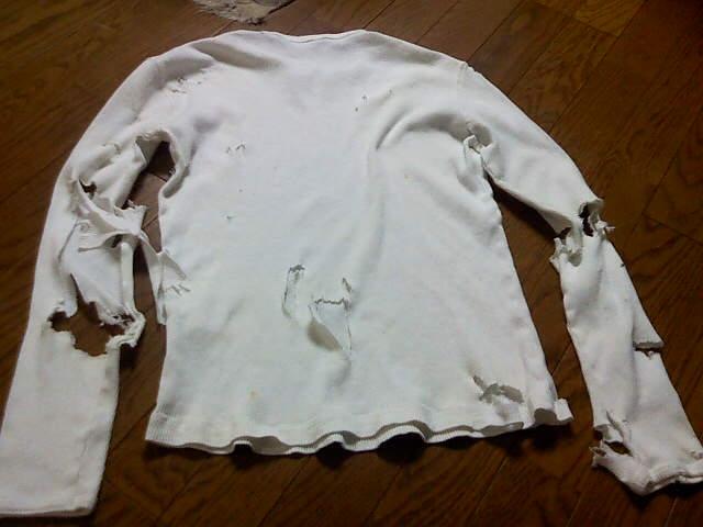 2008年男子限定ライブに着ていったセーターの終演後の状態写真