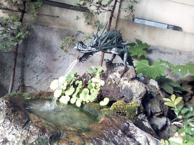 桜ヶ池不動尊の湧水