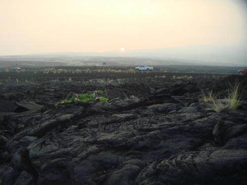 溶岩大地に朝日が昇る