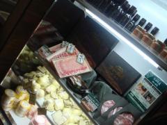 ホエー豚やチーズも