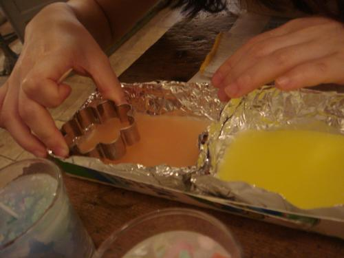 サンド型キャンドル作成中