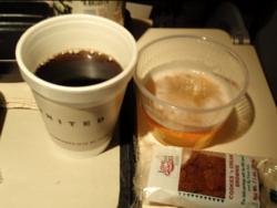 09.3.13機内ビールとコーヒー