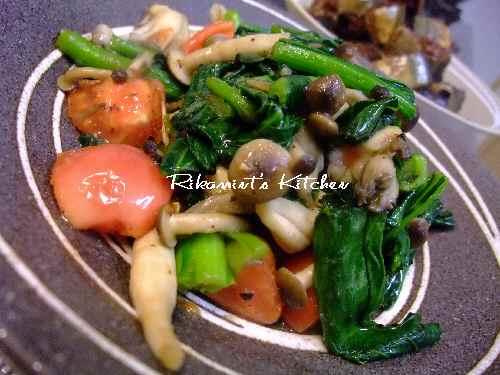 DSCF2・26小松菜とトマトのガーリック炒め