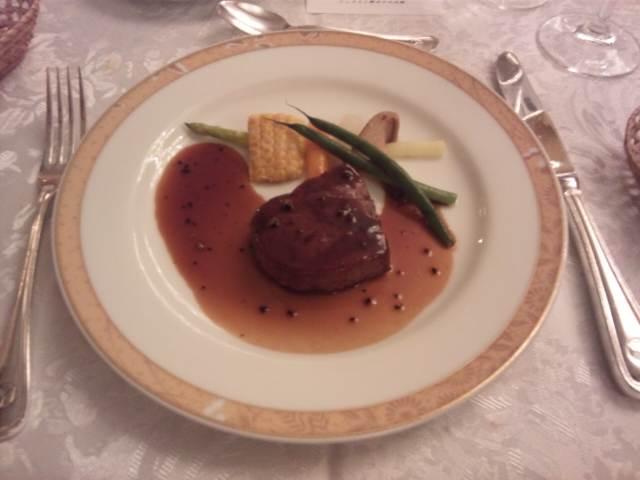 国産牛フィレ肉のポワレ 赤ワインソース