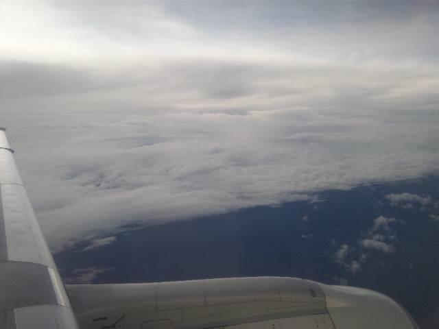 雲の層、機体は揺れて・・・