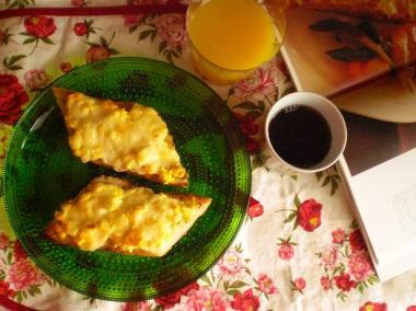 egg on baguette*