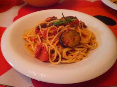 spaghetti with eggplant tomato sauce