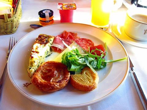 朝食(カルモナ)