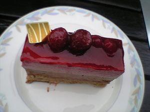 081213ニューオータニ・ラズベリーケーキ