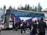 さあ、バスに乗り込んで出発!