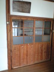 礼拝堂入口の戸