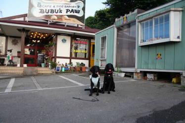 紗羅&ラプル、お店の前で