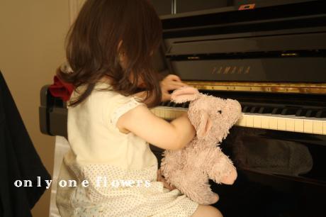 初ピアノ♪ (7/12じいじとばあばのお家にて☆)