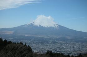 雲のかかった富士
