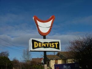 歯医者さんの看板