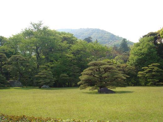素晴らしい庭園と山並み