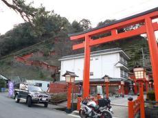 太鼓谷稲荷神社表参道(朝)