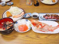 とほ宿「とおまわり」の豪快な夕食