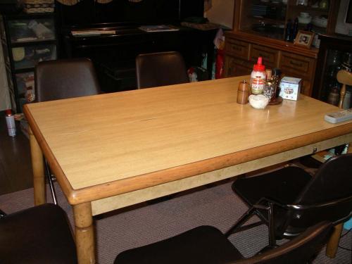 このテーブルに何を並べよう