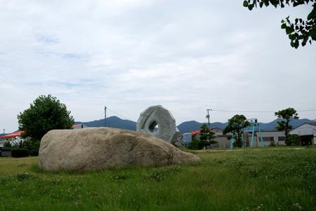 石のオブジェがゴロゴロ