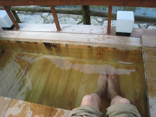 行基の湯足湯2