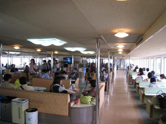 2009/05直島行フェリー内部