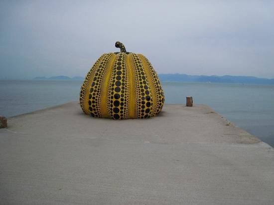 2009/05直島かぼちゃ黄