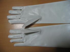 手袋の指が短めであることに注意