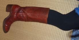 a1_ブーツを履いた脚