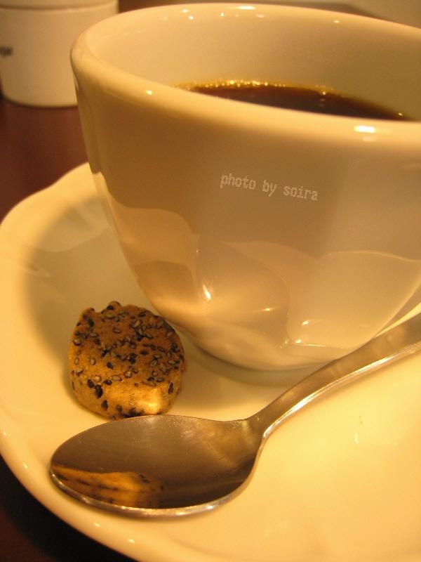 オーガニックコーヒーと黒ごまクッキー