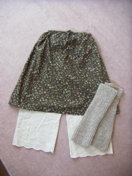 スカートとペチコートとレッグウォーマー