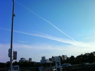 飛行機雲だらけの京都の空(1)_2009-05-15