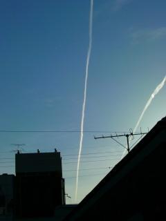 飛行機雲だらけの京都の空(3)_2009-05-15