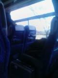 大学見学、観光バス車内