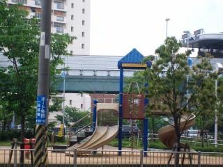 とある公園の遊具(遠足)_2009-05-08