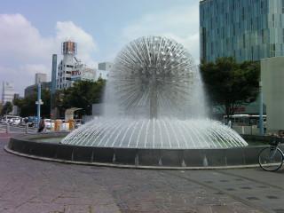 駅前球体噴水_2009-08-05