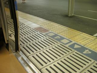 出発前,連絡列車の遅れの影響で_2009-08-05