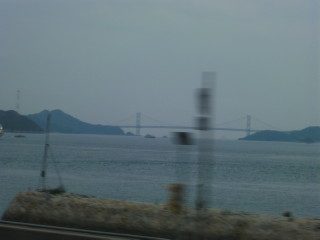 山陽本線から見えるしまなみ街道_2009-08-05