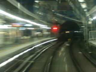 とある途中駅へ入線する列車_2009-09-12